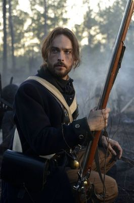tom-mison-sleepy-hollow-397x600.jpg