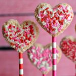 Valentines-Day-Heart-Shaped-Rice-Krispies-Treat-Pops.jpg