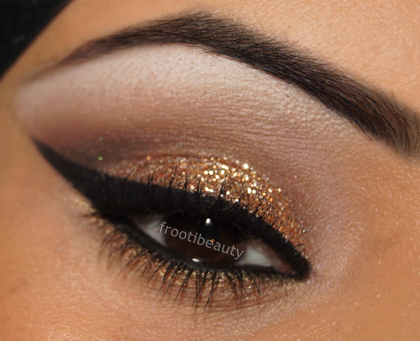 gold glitter makeup look eye 2.jpg