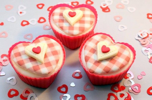 heartcupcakes.jpg