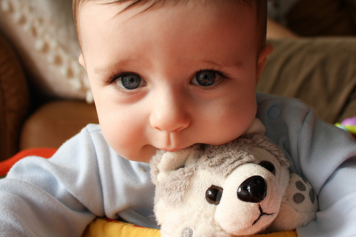 cute-kid-beautiful-face-toy-photos_large.jpg