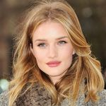 0212-rosie-huntington-whiteley-lipstick-lip-color-burberry-show-bd.jpg