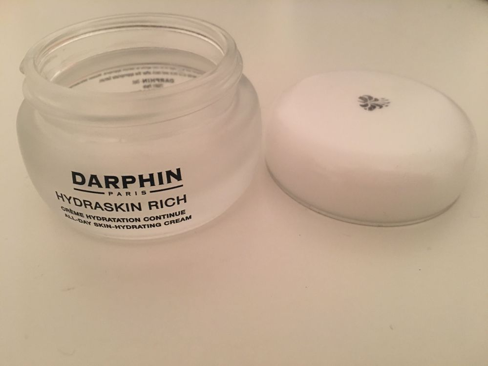 Ahhh-mazing night cream! I will def repurchase after I go through my stash of creams :)