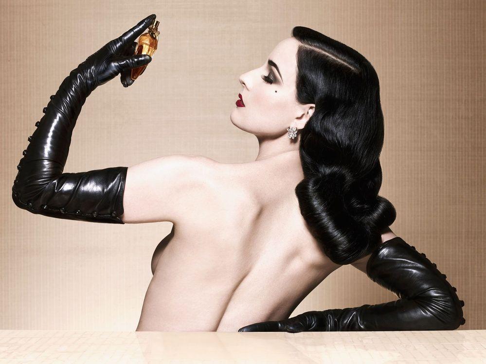 Dita-Von-Teese_Erotique-Perfume-by-Albert-Sanchez-Pedro-Zalba