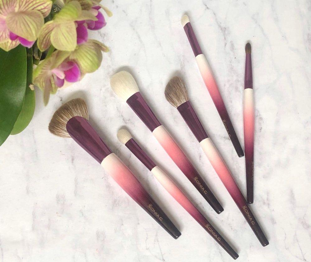 Sonia G. Lotus brush set