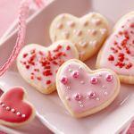 sweet_cake_in_the_shape_of_a_heart-normal.jpg