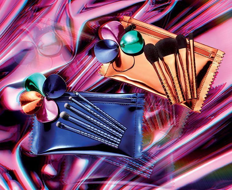holiday-2018_mac-shiny-pretty-things-kits_013_promo.jpg