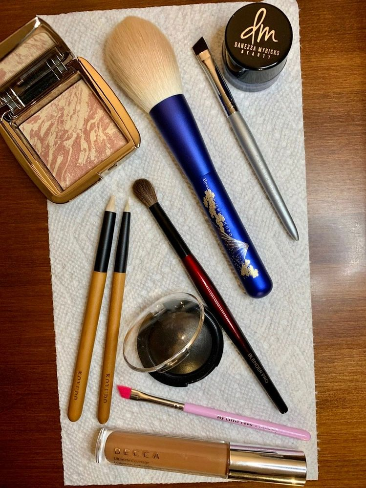 Favorite December products, and favorite brushes I use to apply them (plus my 2 favorite eyeshadow brushes of 2019)