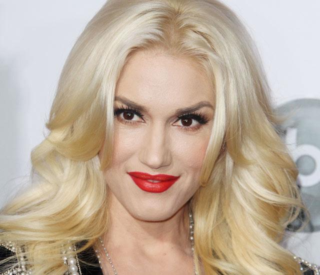 Gwen-Stefani-red-lips-Photolist.jpg