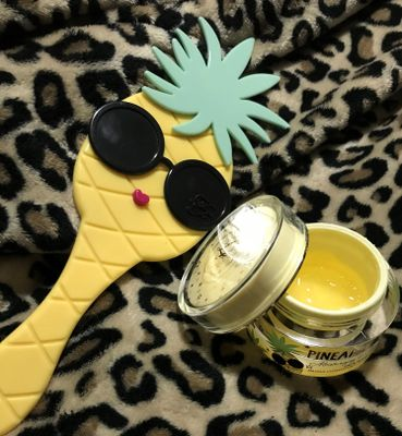 Too Faced Pineapple Glow