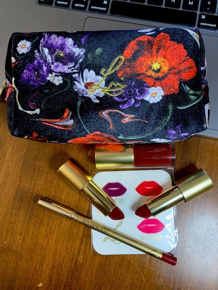 Lisa Eldridge direct: 1 Lip Kit and 1 Velvet Lipstick.