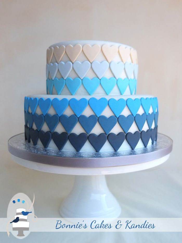 Blue-ombre-hearts-Bonnies-Cakes-and-Kandies-Gympie-Rainbow-Beach-wedding-cake.jpg