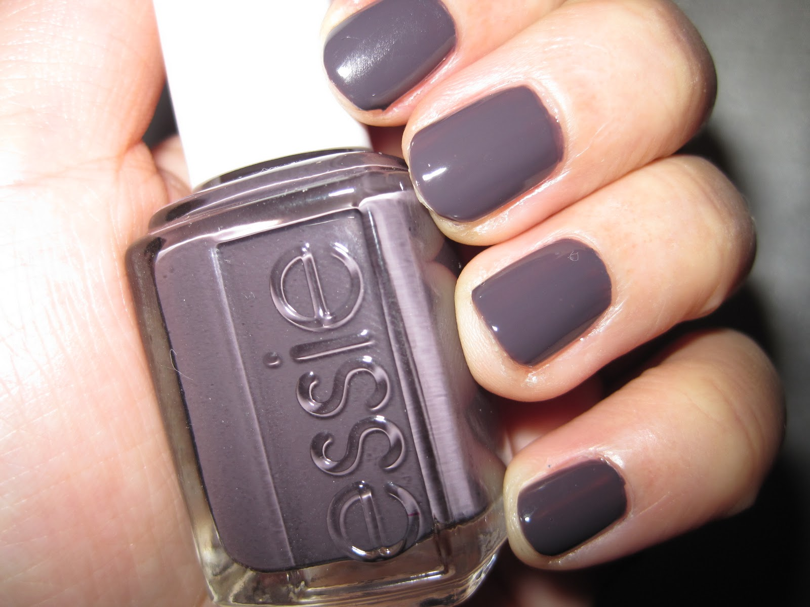 Essie Smokin' Hot 1.JPG