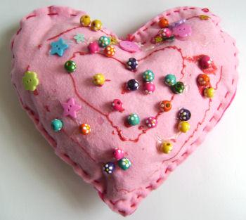 felt_heart_pillow.jpg