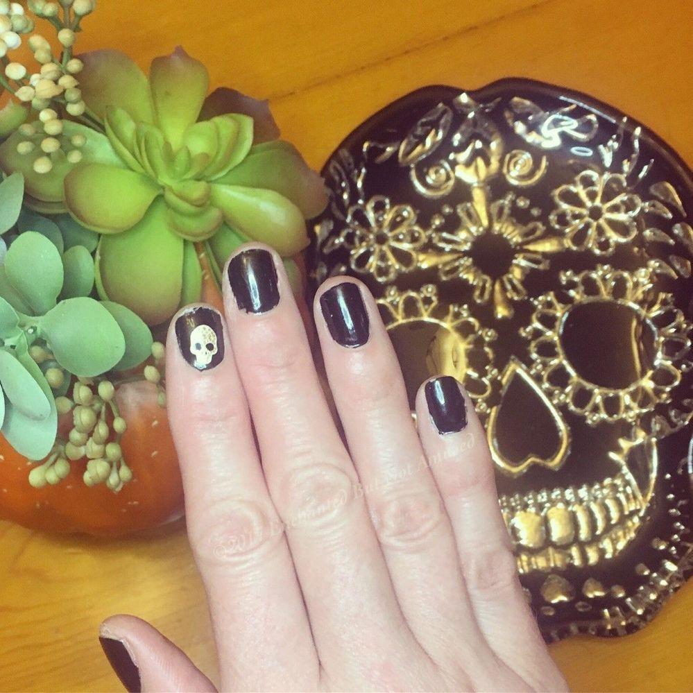 Halloweennails.jpg