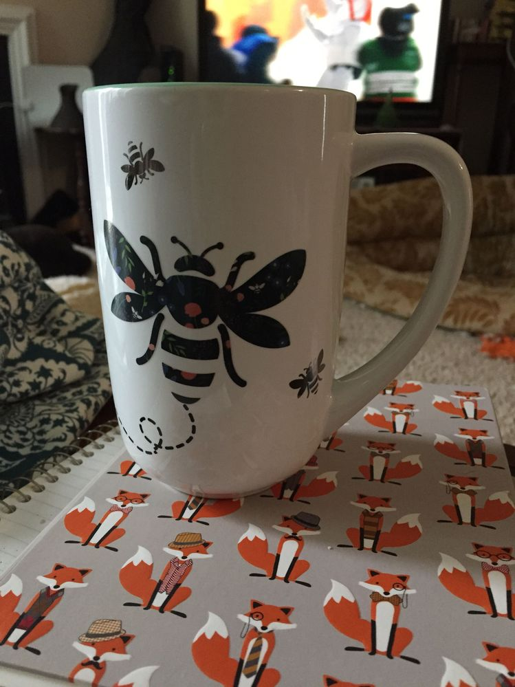 This bee mug CHANGES COLOR! Definitely motivation to drink more tisane.