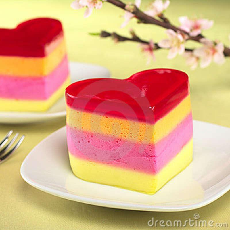 heart-shaped-peruvian-cake-called-torta-helada-19169338.jpg