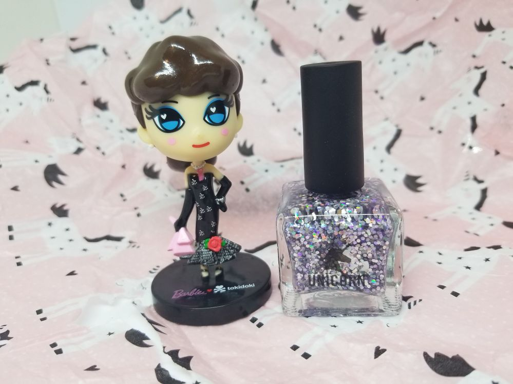 TADA!!!  A super glorious nail polish (perfect timing, because did you see her manicure?  LOL!!)