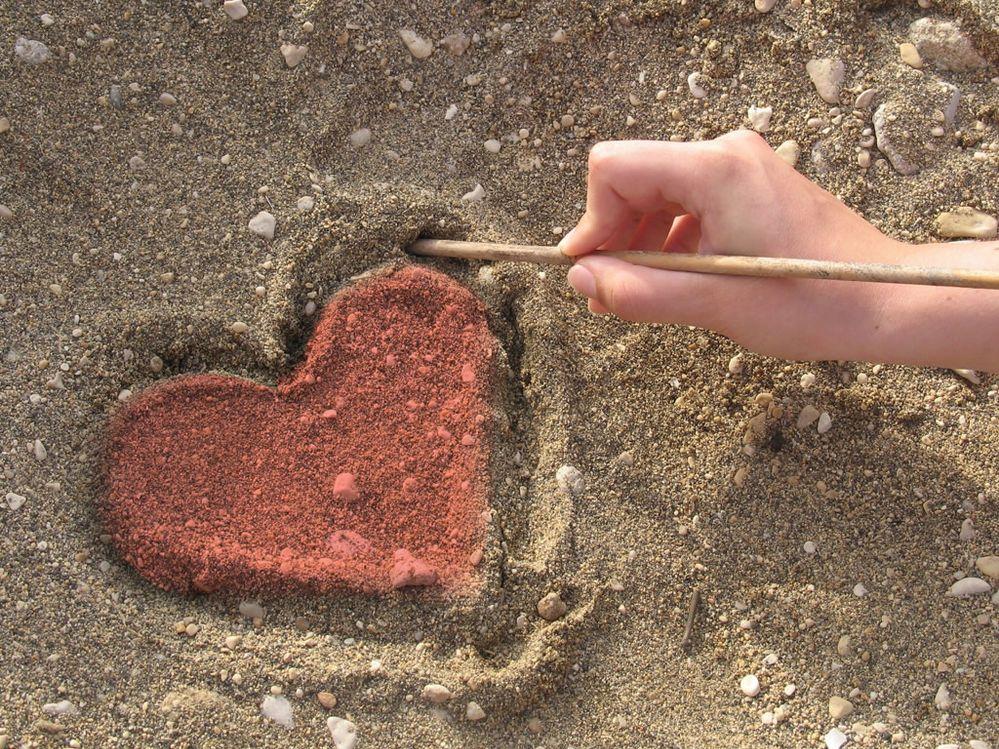 1024-valentine-day-heart-backround-source_g9k.jpeg